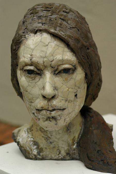 Realistische moderne Skulpturen teil einer Kunstinstallation in Berlin