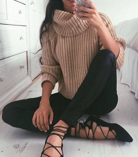 Beige turtleneck, black ankle pants and ballet style shoes.