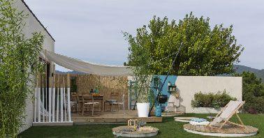 Une déco de terrasse de maison de campagne aménagée avec un accès direct depuis le salon.