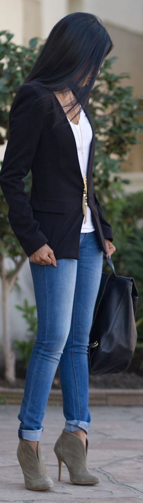 Collarless blazer, jeans, booties. Easier in theory than in practice.:
