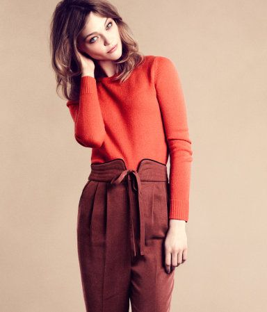 H&M  CASHMERE JUMPER £59.99  Love that model look and the color blocking: