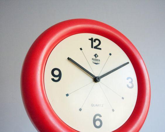 Au milieu du siècle moderne mur horloge, rouge Mod, Quartz à piles horloge…