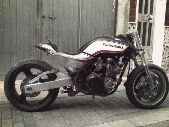 Moto Cafe Racer Moteur Puissant