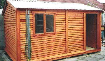 Royal wendyhouses do i need plans for my wendy house for Building a wendy house from pallets