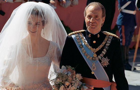 spanishroyals:  Wedding of Doña Elena, March 1995 in Seville-Infanta Elena on the arm of her father King Juan Carlos