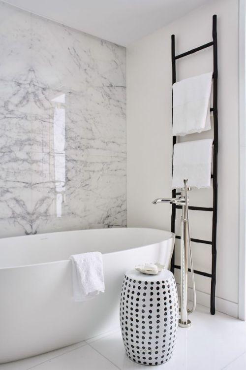 Unglaublich Marmor Im Bad Ja Dieses Naturmaterial Lasst Das Badezimmer Edel Und Zeitlos Wirken Bad Badez Badezimmereinrichtung Marmorwand Bad Inspiration
