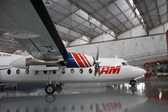 """O """"Museu Asas de um Sonho"""" reúne antigas aeronaves utilizadas pela TAM, como o Fooker 27 (Thiago Vinholes)"""