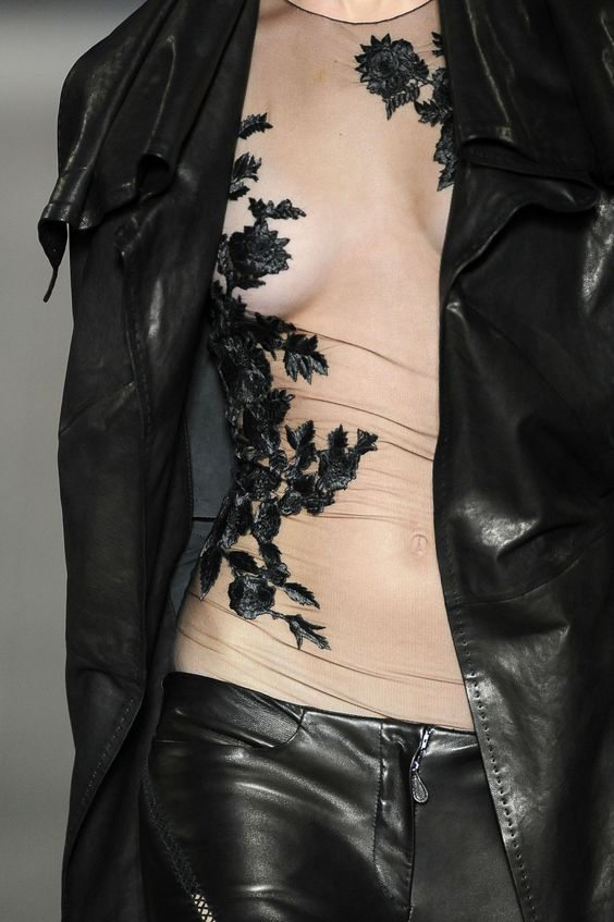 Mcqueen alexander mcqueen and spring on pinterest for Mac alexander mcqueen