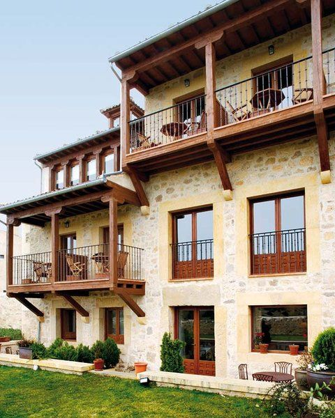 Fachadas de peque os edificios de departamentos rusticos - Fachadas rusticas castellanas ...