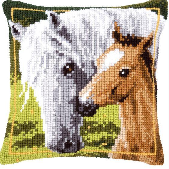 White Horse and her Foal - Almohadón en punto de cruz - Vervaco
