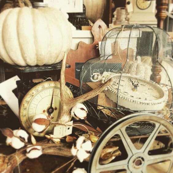 Oh the neutrals and textures of Fall!! I'm so torn between the vibrant, rich & cozy traditional Autumn color palette and this... Warm neutral, monochromatic tones, combined with strong, textures. So I'll do both!! #i❤️Fall #shoptalk #shopviews #shopgirl #Fall #vignettes @elandem1942 #vintage #style #rustic #farmhouse #warmth #cotton #branches #pumpkins #antlers #clocks #scales #cloches #cuttingboards #woods #rusty #findings:
