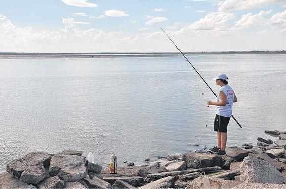 """La ONG """"Los pescadores de Bahía Blanca""""espera una respuesta municipal para el manejo  de ese sector de la ría.  Buscan que la gente no tenga que ir hasta Cerri o Arroyo Pareja. Federico Moreno / fmoreno@lanueva.com"""