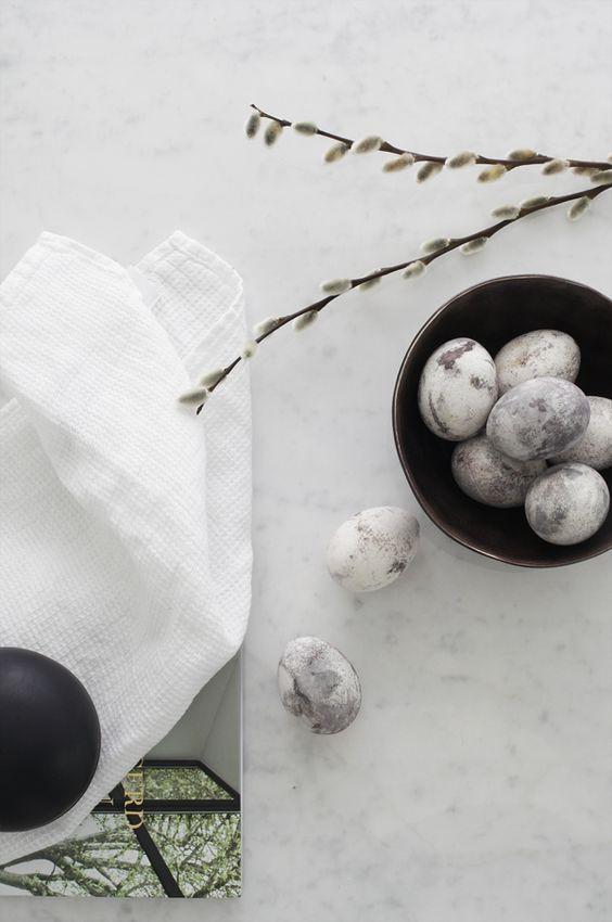 Marble eggs DIY by Elisabeth Heier, via http://www.scandinavianlovesong.com/