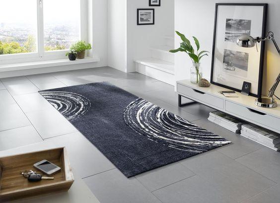 Gegen kalte Füße auf #Fliesen im #Wohnzimmer hilft ein geschmackvoller #Teppich #Wohnidee