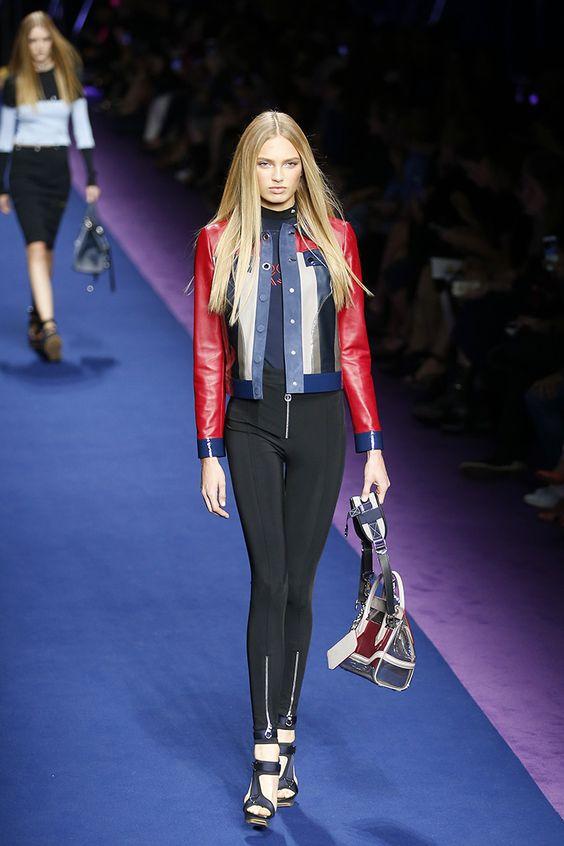 Naomi Campbell ha sido la invitada estrella al show de Donatella Versace, donde los monos de aire ochentero y los vestidos asimétricos son las piezas clave