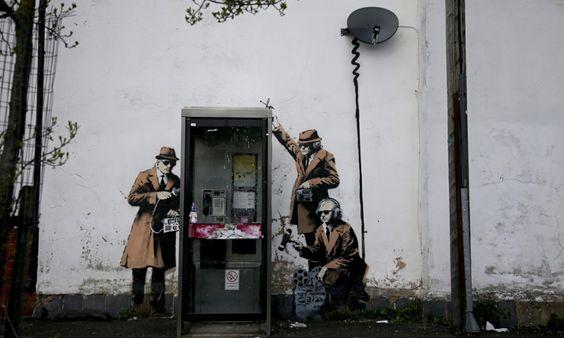 Destruído mural de Banksy que satirizava a espionagem britânica - PÚBLICO