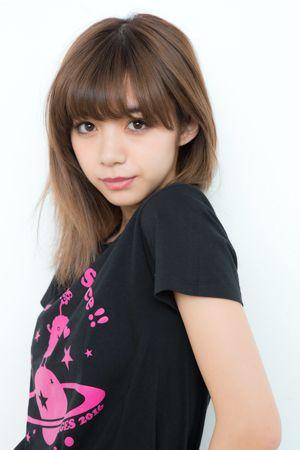 黒いTシャツの池田エライザ