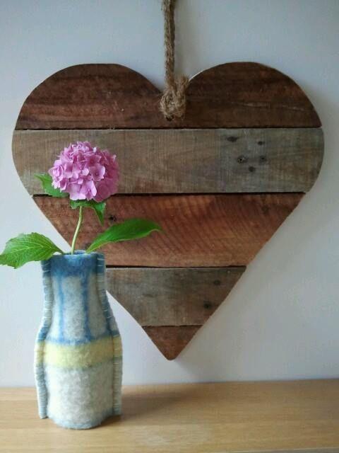 Ideas para decorar una casa con corazones de madera reciclada