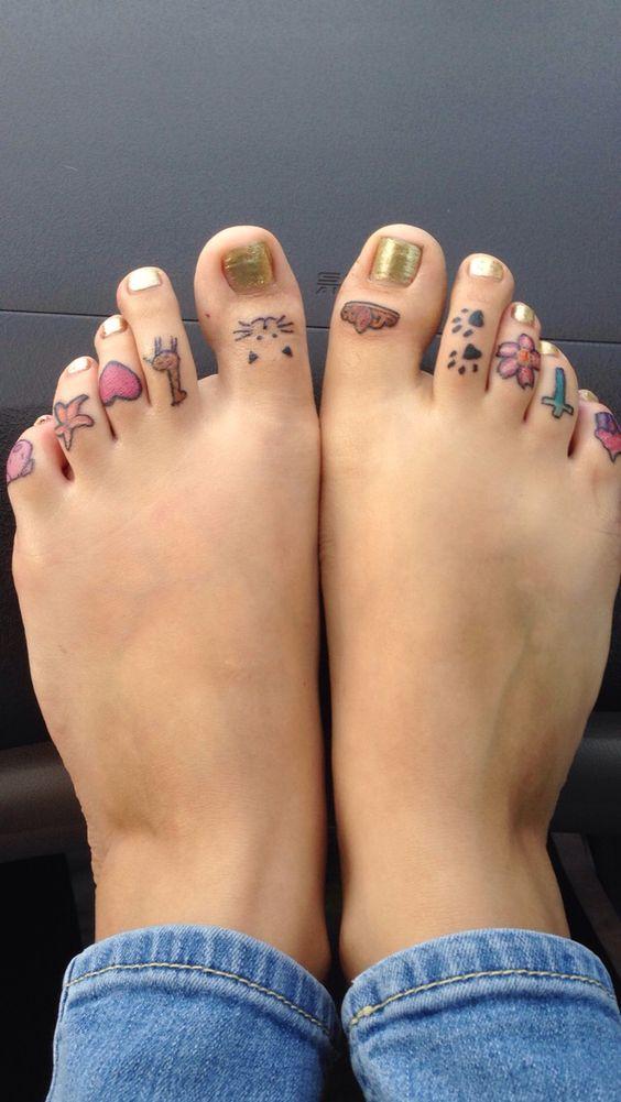 My new tattoos @gabriela Goretti @facebook or gabypie@ intagram  #toetattoos #toes #tattoos #cupcake #cross #giraffe #piggy #heart #tiara #paws