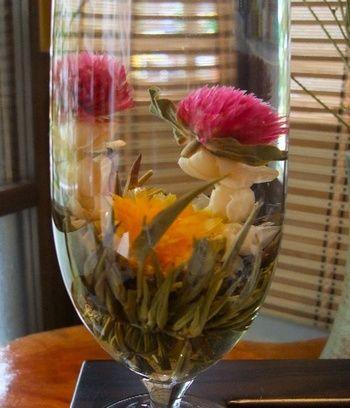 飲んだ後に水を張れば、「水中花」として鑑賞できます。