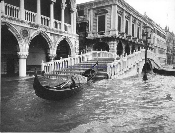 Venice during the flood on 4th november 1966.
