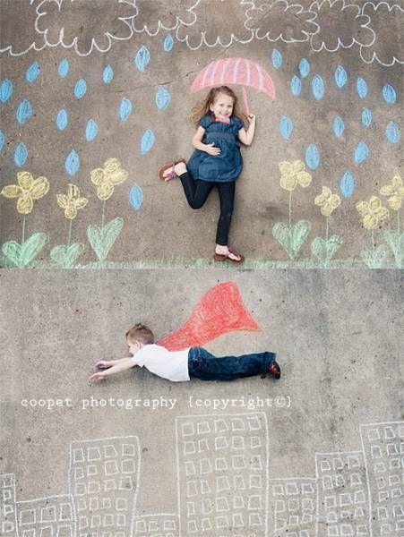 crédit photo Coopet J'aime beaucoup ces photos prises par KM Coopet : des craies de couleurs, de l'imagination, des enfants qui posent et vous avez un joli souvenir de vacances !