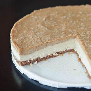 Salted Caramel Cheesecake – Gluten-free, Vegan + Sugar-free