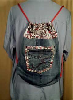 Red, black and gray design. Outside double pocket. Medium size. Drawstring closure.