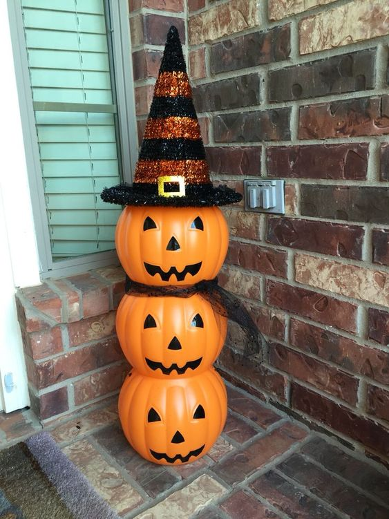 Cute Halloween Craft using cheap $1 plastic pumpkins! Hot glue pumpkins together, add a witch's hat (this one is from Michael's), & black tulle for a scarf (optional).