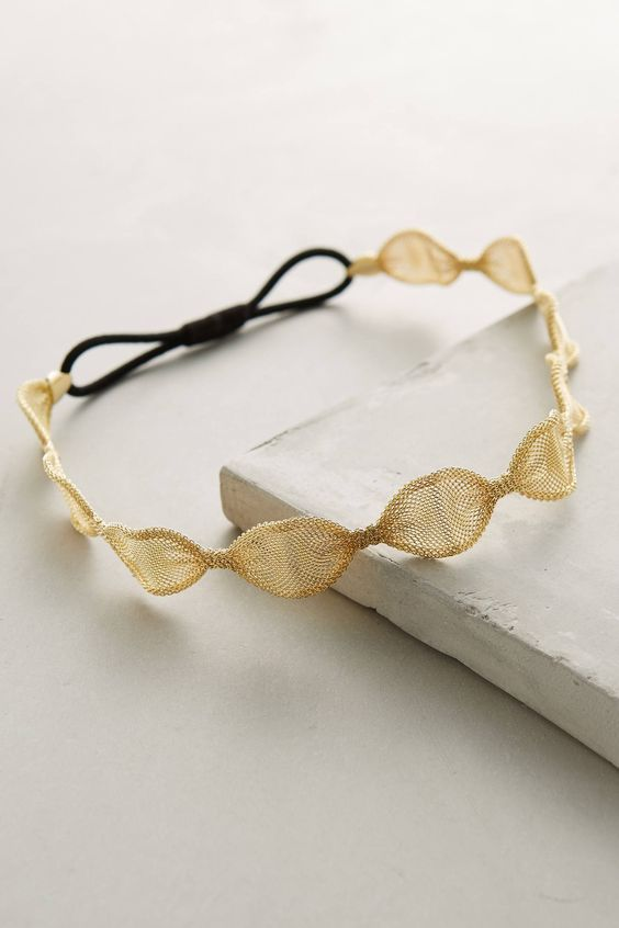 Although it may seem like it, anthro does not pay me too advertise... (i wish:) ). I just love their stuff. But seriously, this Luella Scalloped Headband is a really nice piece and probably DIY-able too