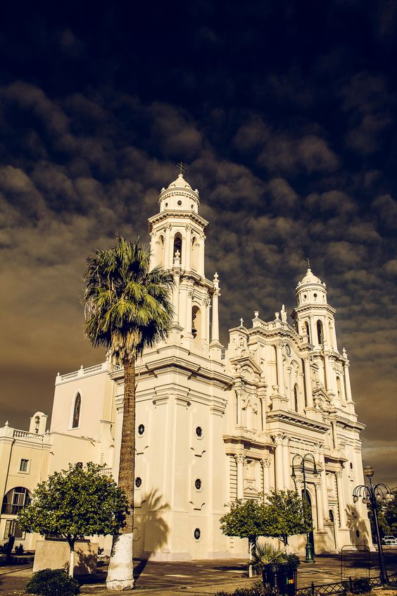 Catedral De Hermosillo, Sonora (note the dark clouds rolling in...looks a bit sketchy!)