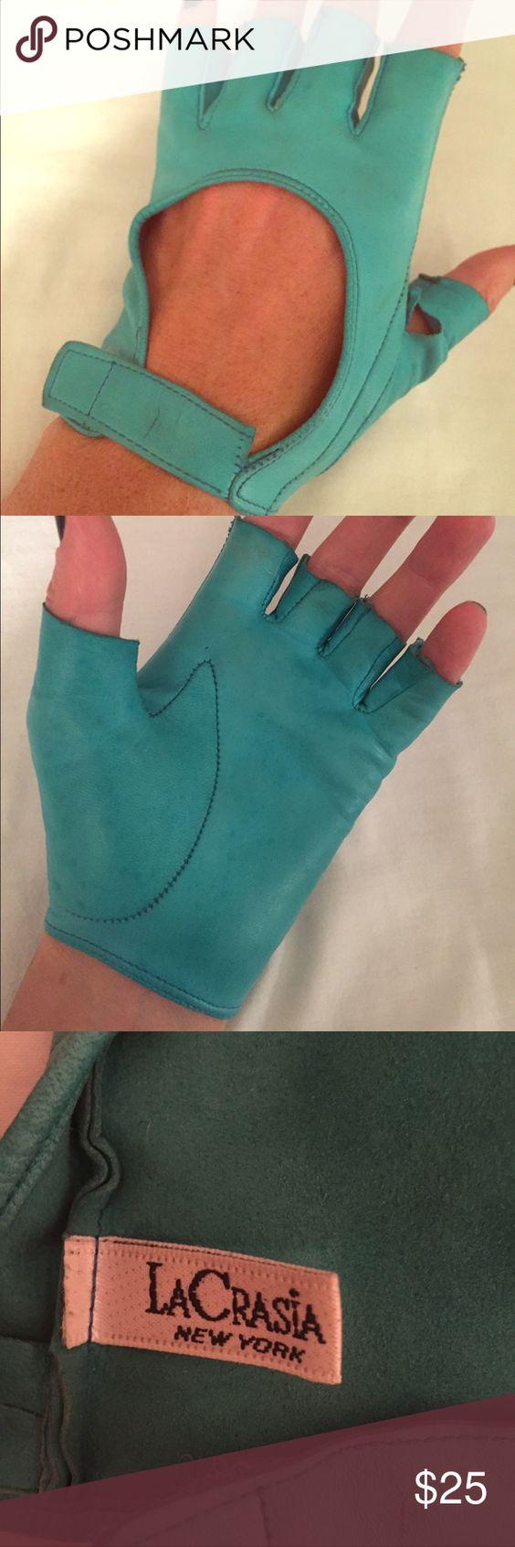 Blue leather driving gloves - Designer Turquoise Leather Driving Gloves Designer La Crasia Turquoise Leather Driving Gloves Small Tear In