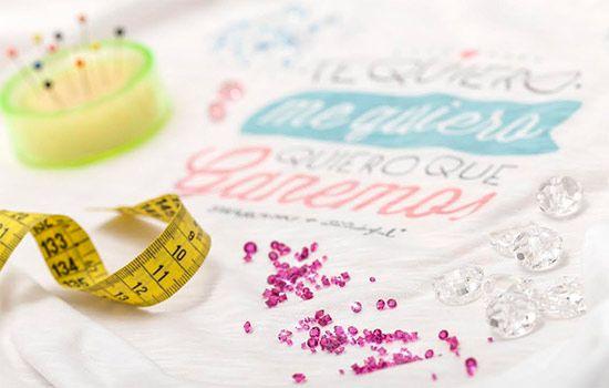 Swarovski y Mr Wonderful. Las dos firmas se unen en la lucha contra el cáncer de mama: http://www.estiloymoda.com/articulos/swarovski-mrwonderful.php