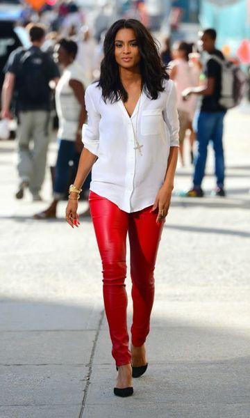 Look Couro Colorido: Calça Vermelha