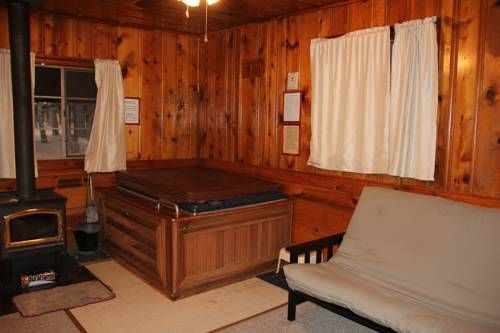 Hidden Rest Cabins Pinetop Lakeside (Arizona) Offering free WiFi, Hidden Rest Cabins is 5 minutes' drive from Show Low Lake. Free parking is provided on site.  Each room features a private entrance, a patio and an en suite bathroom at Hidden Rest Cabins Pinetop-Lakeside.