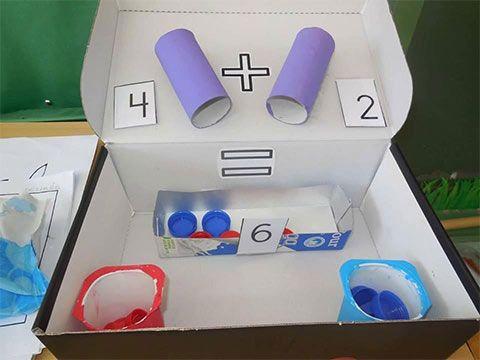 وسائل تعليمية لرياض الاطفال لتعليم الجمع أنشطة منتسوري بالعربي نتعلم Math For Kids Math Centers Kindergarten Preschool Math