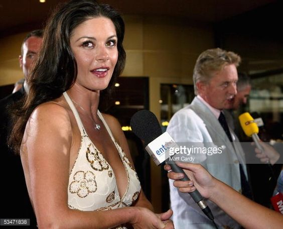 Fotografía de noticias : Catherine Zeta-Jones and Michael Douglas arrive...