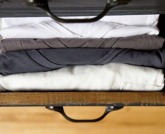 growing a minimalist wardrobe: basic t-shirts | reading my tea leaves