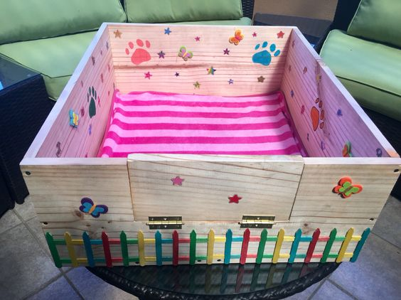 Listos p recibir a nuestros bebés, con la casita q hizo Joaquin Granados A !    #yorkiesbabies #whelpingbox #yorkielove #newmom #yorkiemom #yorkiebabies #inlove #familywork