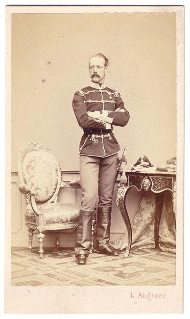 Hugo Fürst zu Windisch-Grätz est né le 26 Mai 1823 à Vienne, le fils Father de Weriand Alois Leopold, Fürst zu Windisch-Grätz, et de Maria Eleonore von Lobkowicz.: