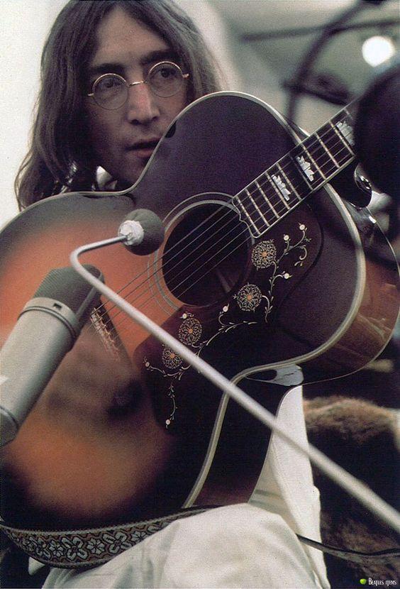 John Lennon's Gibson J-200