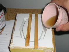 Muchos trabajosen resina poliester requieren de moldes, estos pueden ser rígidos como es el caso del yeso, o flexibles como elcaucho de si...