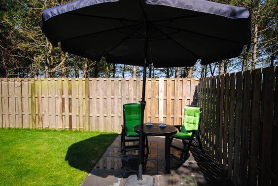 Appartement Kooiker Ameland - Uw ruime omheinde tuin beschikt over 2 terrassen om op ieder moment van de dag te kunnen genieten van de zon! #Ameland #Kooiker #verhuur #genieten #appartement #kooikerverhuur http://kooiker-ameland.nl
