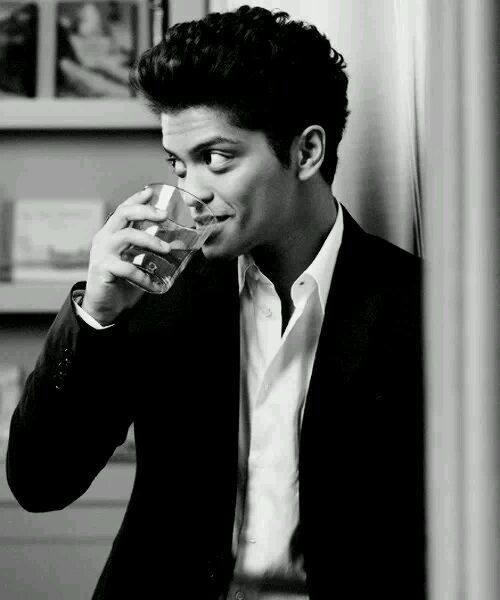 Bruno Mars. So manly. Him and JCM are my fave mainstream artists. Though I think they are both underrated.