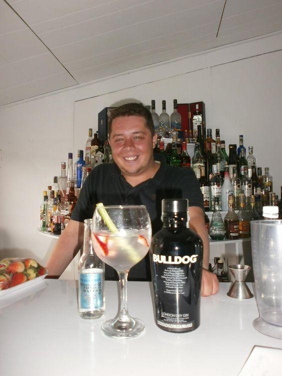 Hoy en el blog, un agradable G&T http://nuevamixologiacolombiana.blogspot.com/2015/07/signature-cocktails-clxxxv-alexander.html…