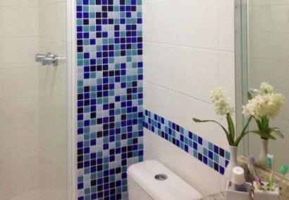 acabamentos nas paredes com tons de azul nas pastilhas