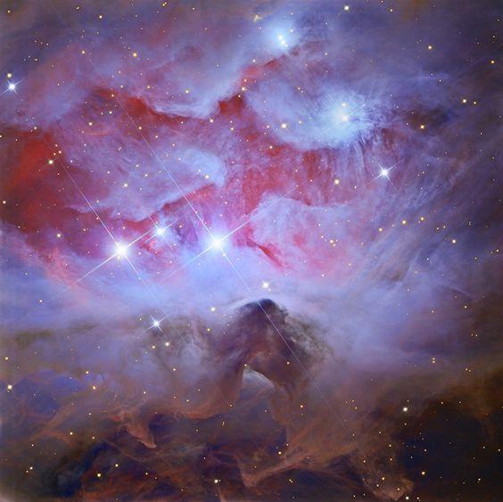 Las 1970 suelen ser ignoradas por los astrónomos, como esta bonita agrupación de nebulosas de reflexión de Orion (NGC 1977, NGC 1975 y NGC 1973) que normalmente se pasa por alto en favor del resplandor de la guardería estelar cercana conocida como la nebulosa de Orion.