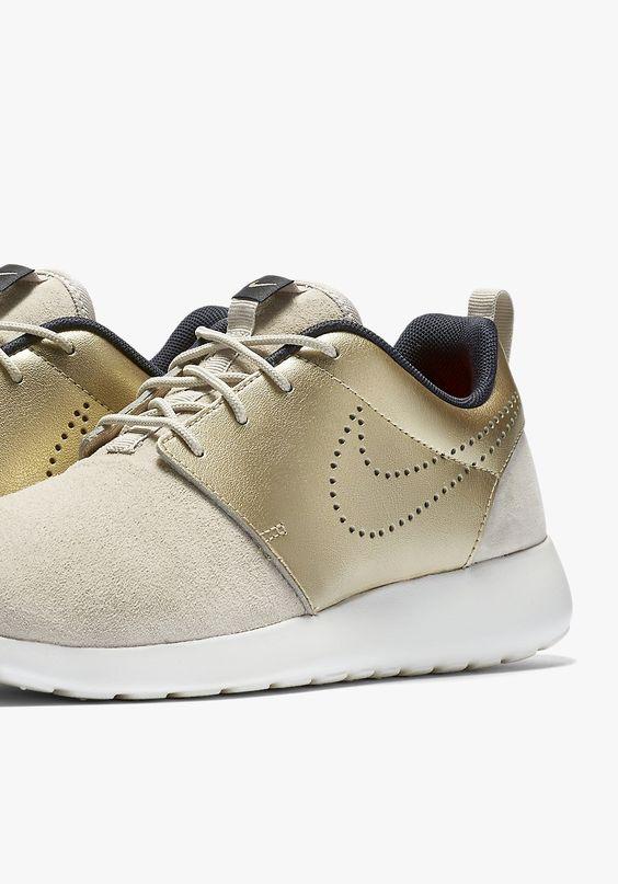 Nike Roshe Run Suede Gold