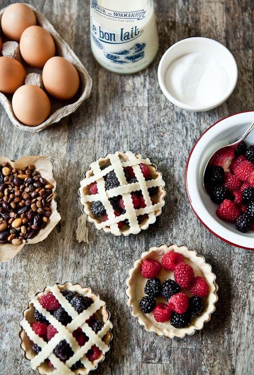 tarts: Berry Pies, Berries Tartelette, Mini Pies, Pies Tarts, Food Photography, Food Drink, Mini Tart