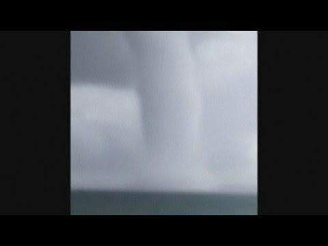 Graban una impresionante tromba de agua en Australia #Video   Cachicha.com